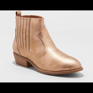 New Universal Thread Metallic Western Ankle Boots